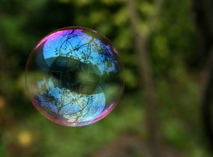 1024px-Reflection_in_a_soap_bubble_edit