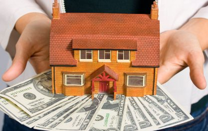 How are restitutions to a mortgage lender from a fraudulent borrower calculated?