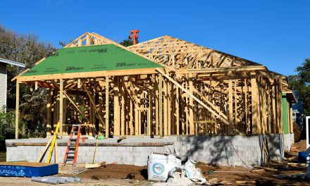Lumber prices drop, builders remain cautious